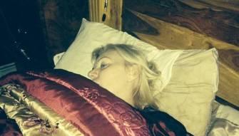 جراحة فاشلة تحرم امرأة من إغماض عينيها