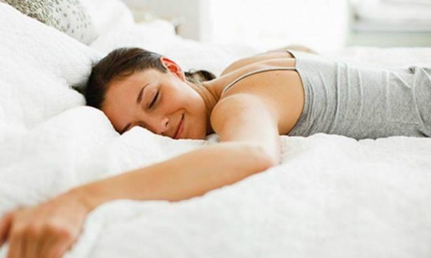 النوم على المعدة