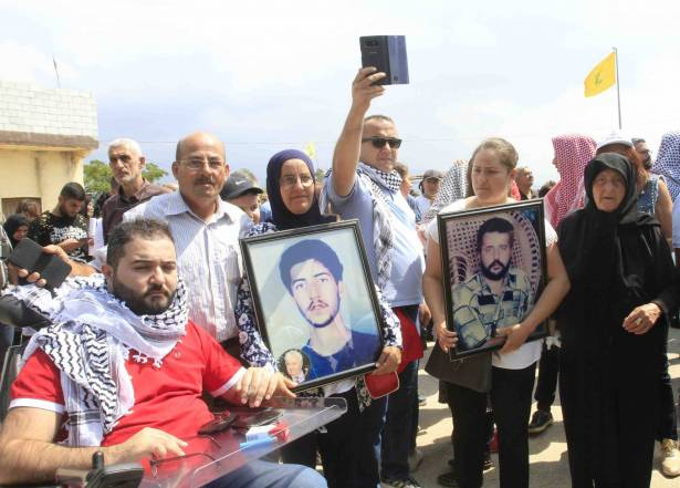 الاسرى والمعتقلون المحررون يرفعون الصوت من بين «زنازين» الخيام