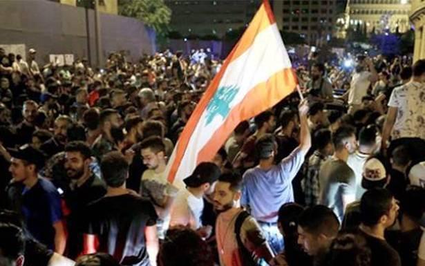 «الغضب» الشعبي ينفجر احتجاجات في «الشارع» والحكومة «تترنح « ؟