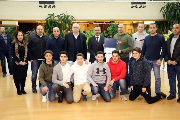 نادي الساتيلليتي عينه على كتاب «غينيس» كبطل لبنان لكرة الماء للمرة الـ16