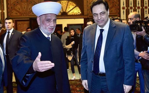 السفير السعودي في دار الفتوى: لا ُيمكننا مُواجهة الأكثريّة في لبنان السنّة ودريان يتعاملون مع دياب كأمر واقع إلزامي لحماية «مكتسبات الطائفة»!