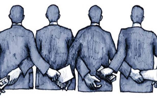 الحكومة «تصارع» في داخلها وخارجها بأصعب أوقاتها «الثنائي الشيعي» و8 آذار يتصدّون لمحاولات الإستمرار بـ «الأدوات القديمة»!