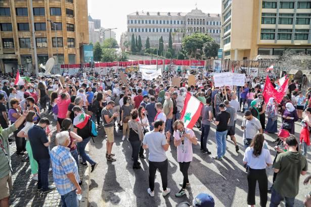 الاختبار للحكومة يبدأ هذا الاسبوع: هل تنجح بفرملة الانهيار؟ استنزاف احتياطي مصرف لبنان والحل ليس نقدياً بل بالاصلاحات
