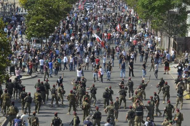 عبارات الحرب «مندسون» و«طابور خامس» لم تعد تنطلي على اللبنانيين... والطائفية هي العلة
