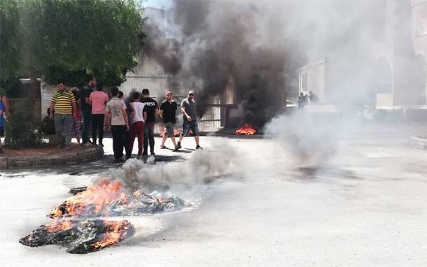 قطع الأوصال في طرابلس وعكار والمنية بسواتر ترابية وحرق دواليب